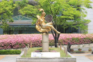 東遊園地【マリーナ像】